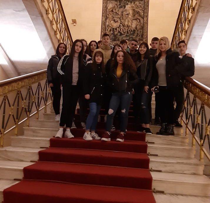 Υποδοχή μαθητών από το Γυμνάσιο Κυργίων και το 4ο ΓΕΛ Δράμας στη Βουλή-Ενημέρωση για τη λειτουργία της