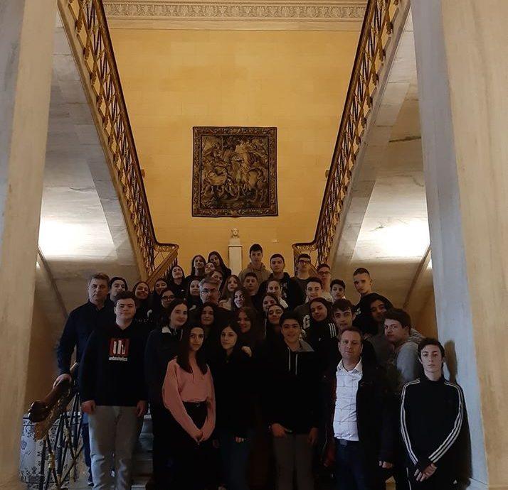 Στη Βουλή με μαθήτριες και μαθητές από το Μουσικό Γυμνάσιο Δράμας