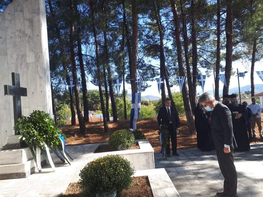 Κατάθεση στεφάνου στο μνημείο των συμπατριωτών μας που σφαγιάσθηκαν τον Σεπτέμβριο του '41 στη μαρτυρική Χωριστή