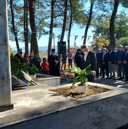 Κατάθεση στεφάνου και τιμής στο μνημείο σφαγιασθέντων  της Χωριστής από τα Βουλγαρικά στρατεύματα κατοχής